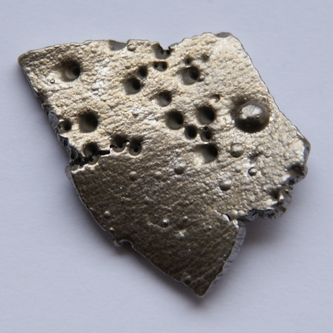 Which element is used for radioactive hookup of rocks